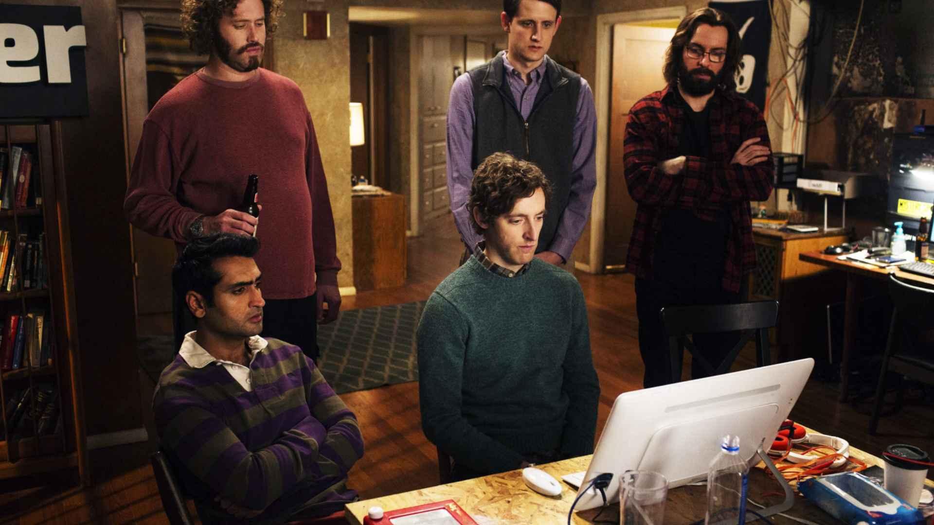 Cena da série de TV Silicon Valley onde os personagens usam Análise SWOT na sua startup